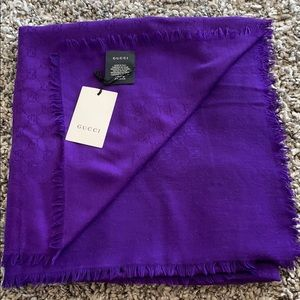 Gucci brand new with tag 🏷 purple scarf wraps